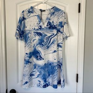 Lily by Firmania Blue/White Top size Large NWT